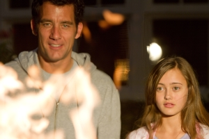 intruders-movie-image-clive-owen-03
